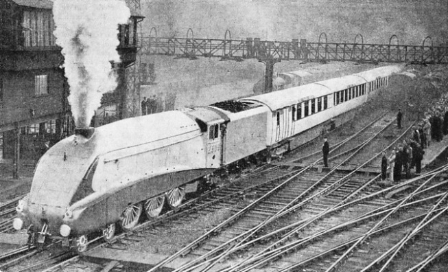 "The ""Silver Jubilee"" leaving King's Cross"