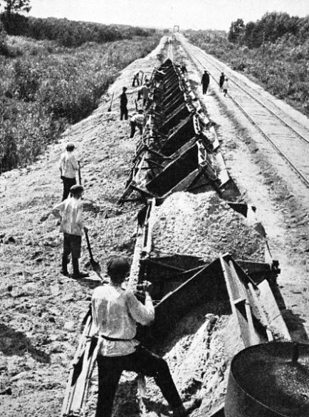 SIDE-TIP WAGONS unloading spoil during the reconstruction of the Donbas-Moscow line