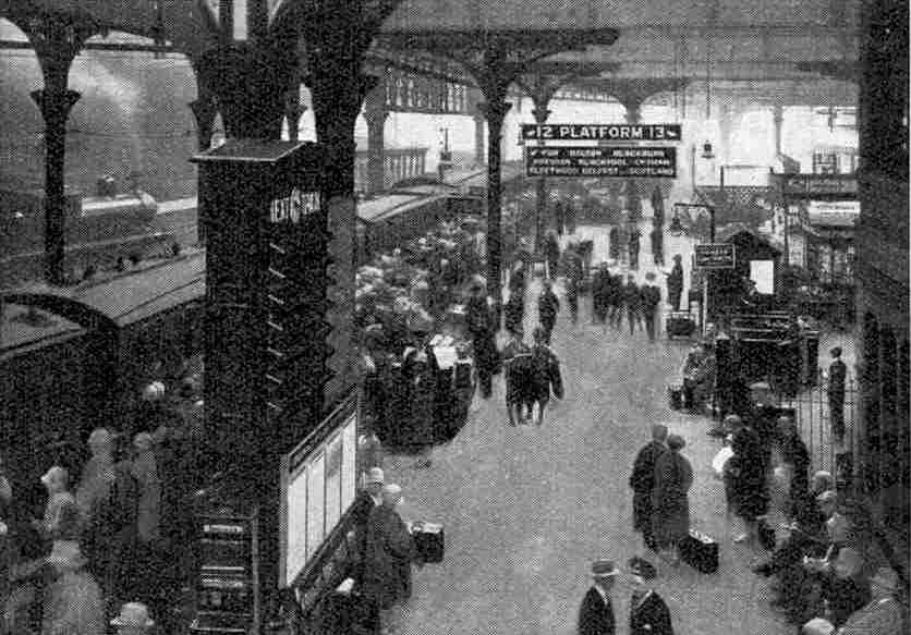 HOLIDAY CROWDS VICTORIA STATION MANCHESTER